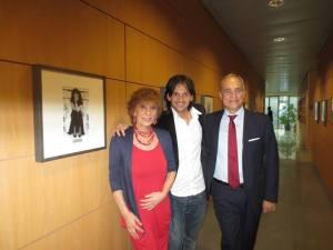Eccomi con il direttore Andrea Monti e mio figlio Andrea, vicino alla mia foto.. di secoli fa